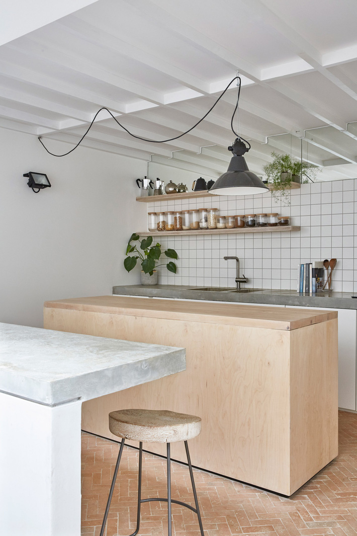 hackney-mews-hutch-design-london-architecture-_dezeen_2364_col_10
