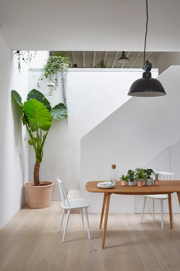hackney-mews-hutch-design-london-architecture-_dezeen_2364_col_3