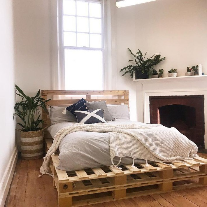 Wonderful-Double-layer-wooden-pallet-bed-projects-woodenbed-palletbeds-palletfurniture