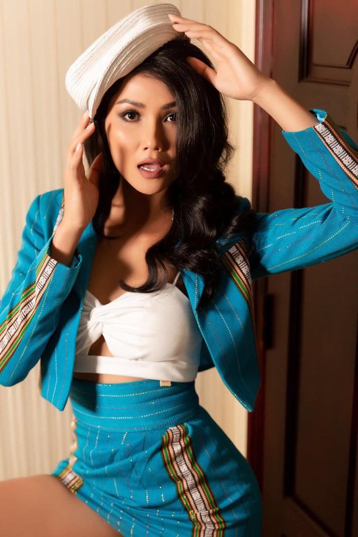 Hoa hậu nào cũng đua tranh váy áo đẳng cấp, riêng HHen Niê lại tôn vinh cội rễ bản thân bằng thời trang - Ảnh 4.