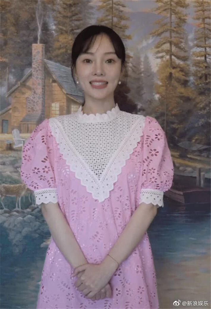 Diện đầm thảm họa, Lý Tiểu Lộ bị mỉa mai đến stylist cũng ghét khi quay lại showbiz sau scandal ngoại tình - Ảnh 2.