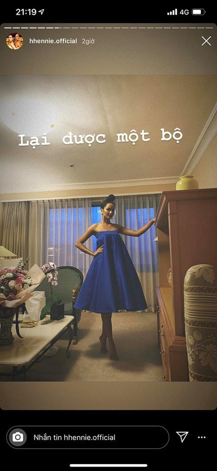 HHen Niê mò mẫm 2 kiểu mặc chân váy: Không chỉ nâng cao tính tiết kiệm mà còn dư dả độ hài hước - Ảnh 3.