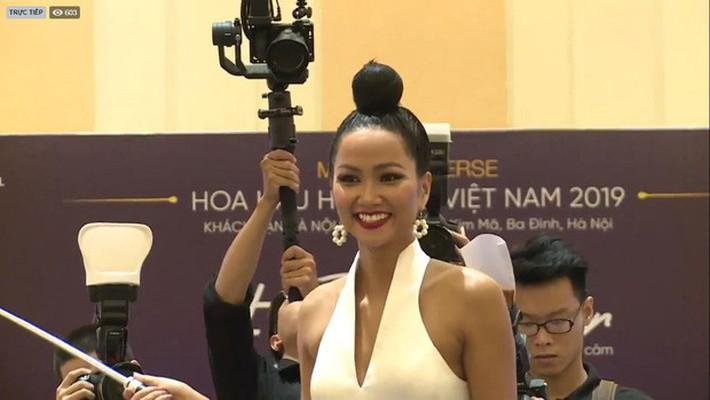 Chuyện đổi tóc không hồi kết của H'Hen Niê: Lại có kiểu mới nhưng sao giống Diệt Tuyệt sư thái thế này - Ảnh 4.