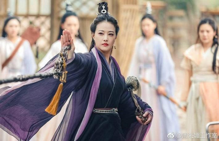 Chuyện đổi tóc không hồi kết của H'Hen Niê: Lại có kiểu mới nhưng sao giống Diệt Tuyệt sư thái thế này - Ảnh 5.