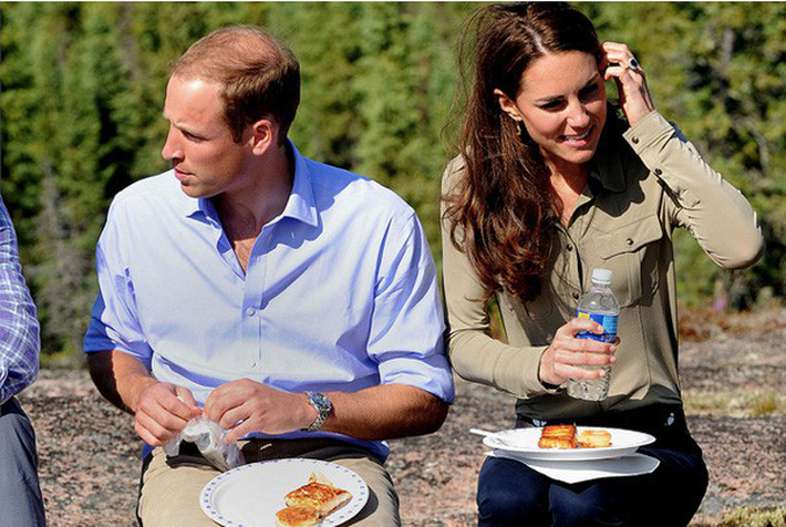 005-Prince-William-Kate-Middleton-Eating-Food-Photo-C-GETTY-IMAGES