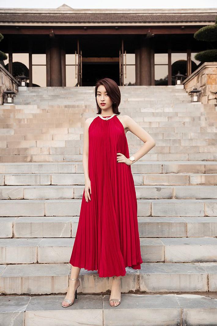 Đỗ Mỹ Linh đã có đồng hồ 300 triệu để đeo, xem ra danh xưng Hoa hậu nghèo nhất Việt Nam tan tành mây khói rồi - Ảnh 1.