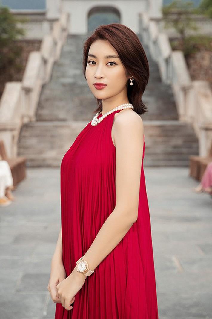 Đỗ Mỹ Linh đã có đồng hồ 300 triệu để đeo, xem ra danh xưng Hoa hậu nghèo nhất Việt Nam tan tành mây khói rồi - Ảnh 3.