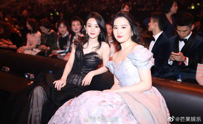 Hóa công chúa cổ tích, Lưu Diệc Phi lên thẳng top 1 Weibo nhưng chung khung hình với Triệu Lệ Dĩnh lại thấy có vấn đề - Ảnh 7.