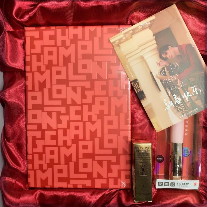 Choáng với quà năm mới toàn mỹ phẩm xịn sò của sao Cbiz: Triệu Lệ Dĩnh, Na Trát tặng nguyên bộ son môi, skincare đắt đỏ - Ảnh 9.