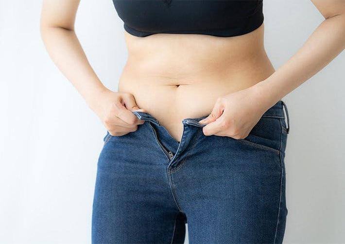 Đã có cách giảm mỡ bụng dưới trong dịp Tết chỉ với 1 hành động siêu dễ thực hiện tại nhà - Ảnh 1.
