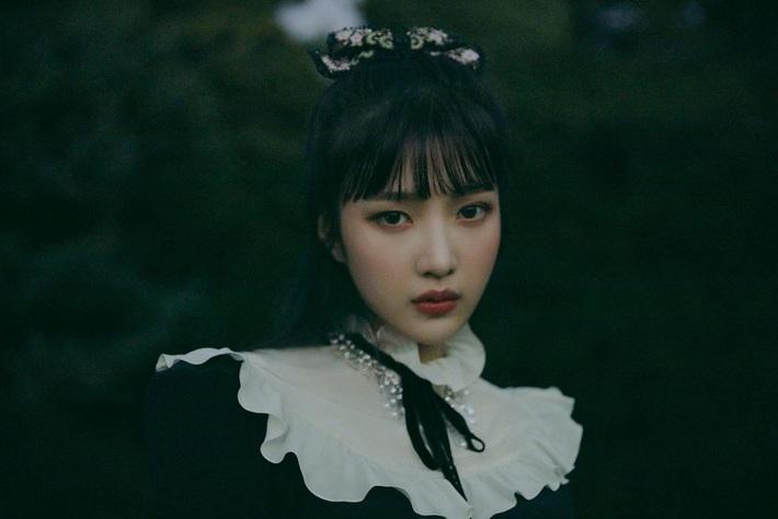 Đụng từ chiếc áo đến cách mix đồ: Jennie khi cool ngầu, khi dễ thương đến Joy (Red Velvet) lại đậm chất ma mị - Ảnh 4.
