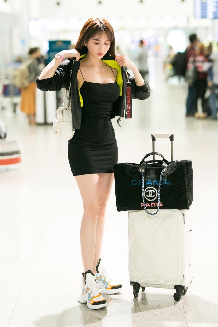Để chứng minh mình dáng chuẩn, sao Việt nô nức diện kiểu váy siêu ngắn siêu bó siêu kén dáng - Ảnh 2.