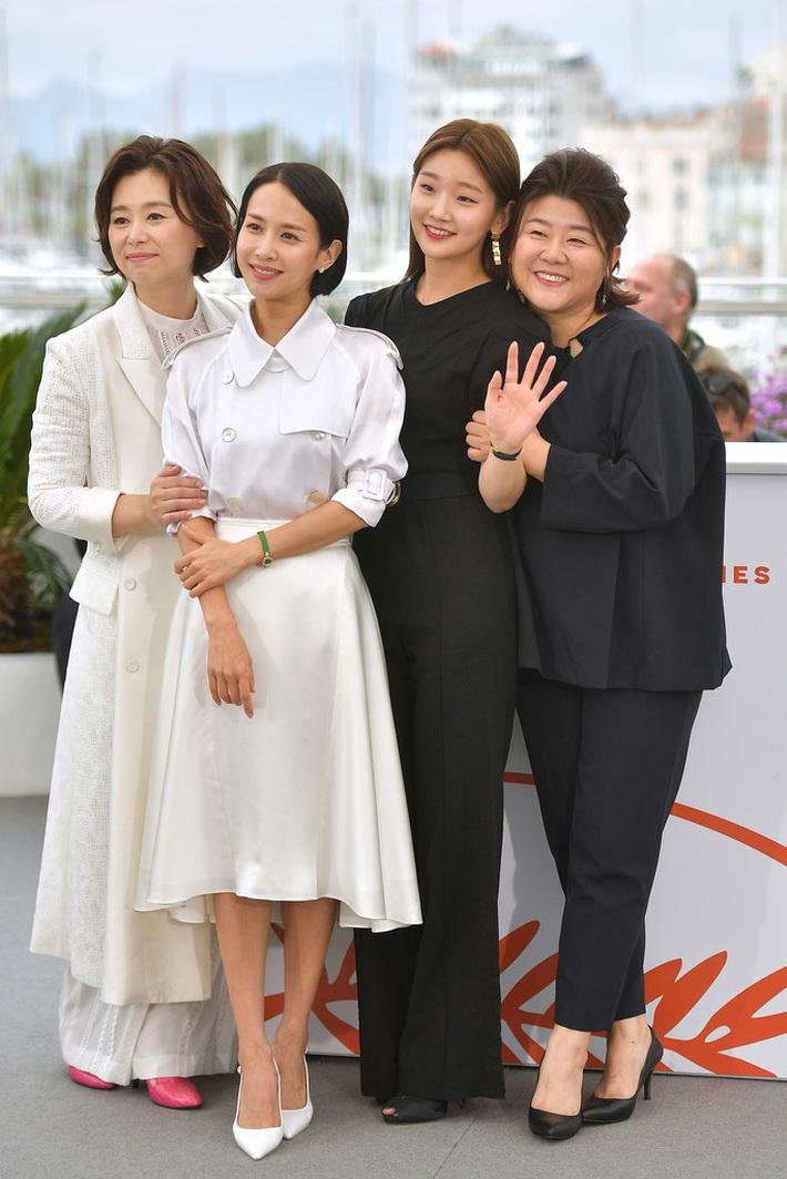 Thiên tài lừa đảo của Ký Sinh Trùng lột xác khỏi style bà thím, chiếm spotlight tại Oscar 2020 với bộ đầm chói chang rất ít sao Hàn dám diện - Ảnh 10.