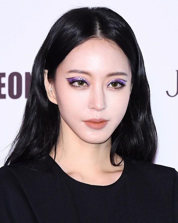 Loạt mỹ nhân châu Á trở về với tóc đen: Tưởng lúa nào ngờ ai cũng sang hơn gấp bội, riêng Lisa đẹp ma mị đến mức lên top trending - Ảnh 2.