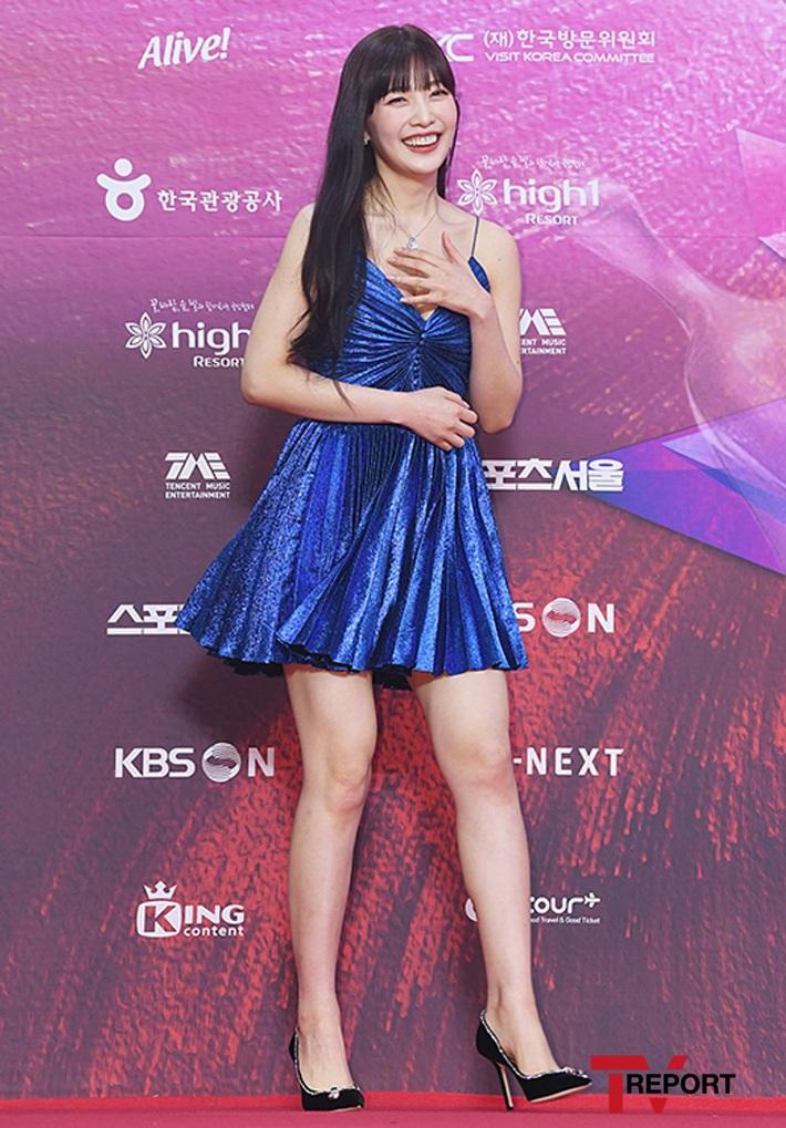Xem màn đụng váy 80 triệu giữa Joy, Taeyeon và Thiều Bảo Trâm mà chỉ thấy phục lăn tài chế đồ của stylist nhà SM - Ảnh 2.