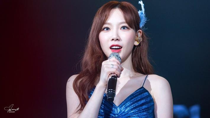 Xem màn đụng váy 80 triệu giữa Joy, Taeyeon và Thiều Bảo Trâm mà chỉ thấy phục lăn tài chế đồ của stylist nhà SM - Ảnh 5.