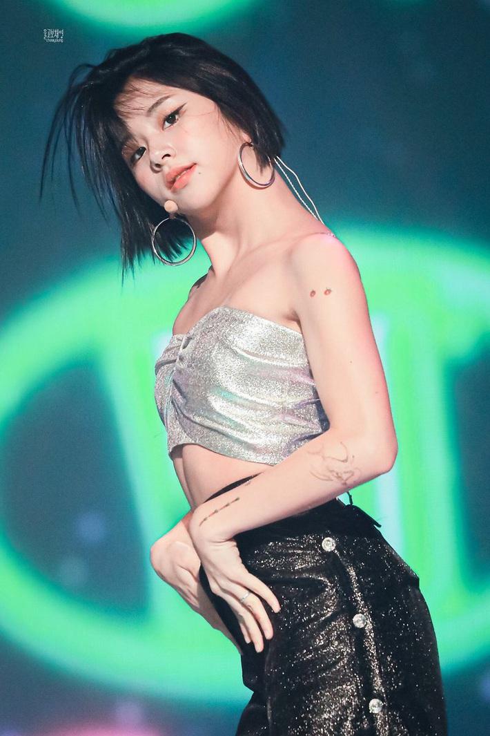 Có gần chục hình xăm mà toàn nhỏ xíu xinh yêu, bảo sao nhìn Chaeyoung (Twice) dân tình chẳng hề thấy phản cảm chút nào - Ảnh 3.