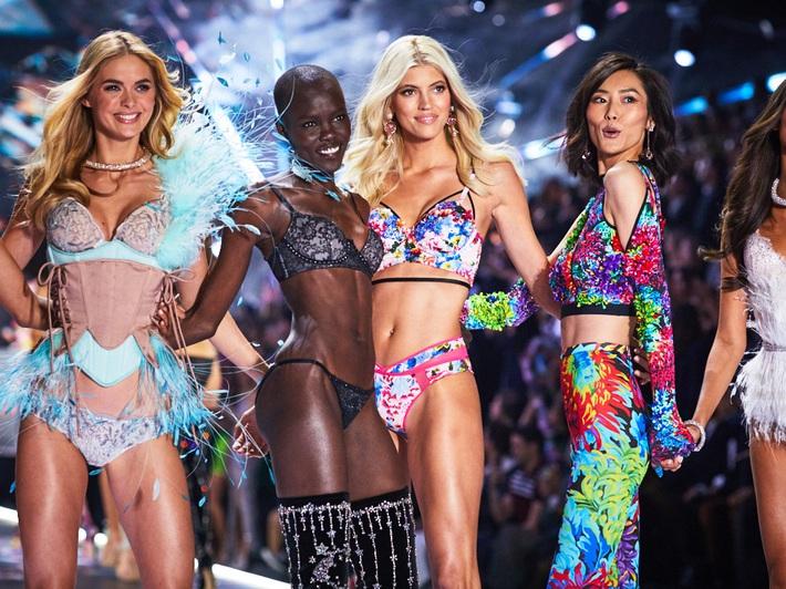 Scandal bủa vây, kinh doanh ế ẩm, thương hiệu nội y Victorias Secret có khả năng sẽ bị bán tống bán tháo - Ảnh 3.