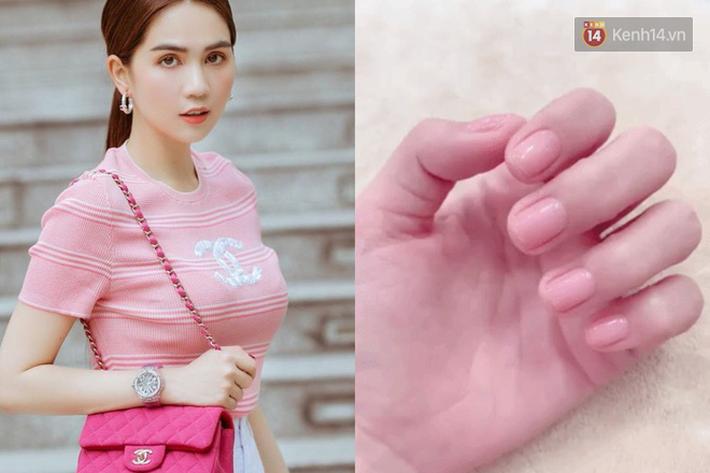 """Tình hình bộ nail của sao Việt sau Tết: Chi Pu cho móng tay được """"thở"""", Linh Chi móng sứt móng còn - Ảnh 1."""