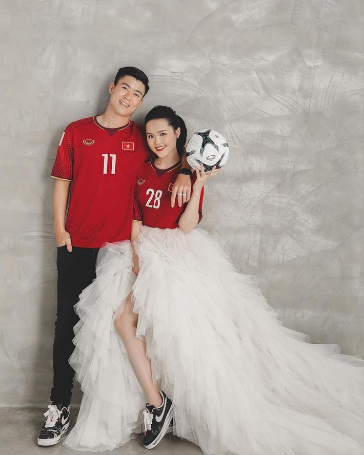 Duy Mạnh – Quỳnh Anh khoe ảnh cưới ngọt ngào nhưng netizen chỉ săm soi giày đôi GD hoa cúc đã tróc vẩy cực chất - Ảnh 1.