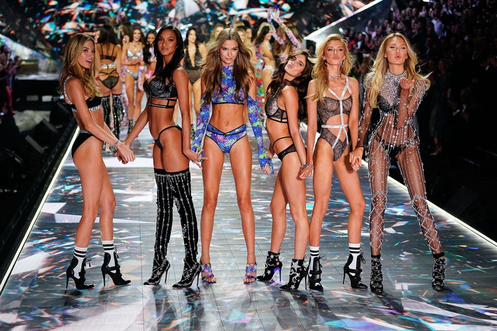 Scandal bủa vây, kinh doanh ế ẩm, thương hiệu nội y Victorias Secret có khả năng sẽ bị bán tống bán tháo - Ảnh 1.
