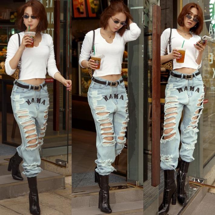 Ngọc Trinh dáng chuẩn nên mặc quần jeans đẹp mê là đương nhiên, mỗi tội lại có đôi lần mix đồ hơi lỗi - Ảnh 9.