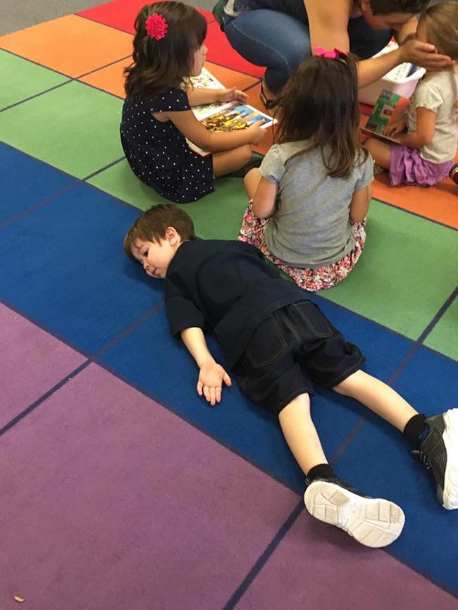 14 bộ mặt tiu nghỉu của lũ trẻ trước và sau ngày đi học đầu tiên sẽ khiến bạn cười rơi hàm - Ảnh 10.