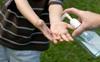 Mùa dịch Covid-19: Nhà nhà mua cồn pha nước rửa tay sát khuẩn, nếu không cẩn thận bố mẹ sẽ khiến trẻ nhỏ gặp nhiều nguy hiểm khó lường