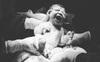 Cận cảnh khoảnh khắc em bé chui ra khỏi bụng mẹ được cô y tá chụp giúp mẹ bầu Đà Lạt, ai vào xem cũng thấy xúc động
