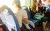 Bà mẹ vạch áo cho con bú trên xe bus bị hành khách đi cùng lên án, câu trả lời của cô khiến người kia phải cúi đầu xấu hổ còn cánh chị em nhất loạt đồng tình