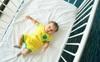 Nếu em bé 6 tháng tuổi vẫn chưa ngủ xuyên đêm, đây là cách để luyện bé tự ngủ