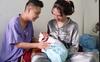 Cận cảnh cuộc sống vợ chồng 'người đàn ông đầu tiên ở Việt Nam mang bầu' sau khi sinh con