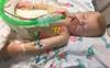 Góc cảnh giác: Bé trai 10 tháng tuổi rơi vào hôn mê vì nuốt phải thứ nước nhà nào cũng có