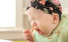 Gắp thành công hạt lạc kẹt trong đường thở của bé gái 18 tháng tuổi
