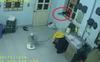 Mất liền 2 chiếc điện thoại trong đêm, khổ chủ check camera phát hiện