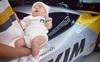 Bé gái vừa ra đời đã sở hữu siêu xe hạng sang, hàng loạt