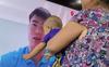 Tình cảm như bé Ú nhà Duy Mạnh: Nhìn thấy bố trên tivi lao đến ôm bố khiến ai cũng xúc động
