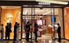 """""""Mua sắm trả đũa"""": Trào lưu gì mà giúp store Hermès bán được 2,7 triệu đô trong 1 ngày?"""