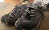 Ngọn lửa bốc cao 1 mét từ đôi giày phát sáng: Hãy cẩn thận nếu bé nhà bạn đang đi loại giày này