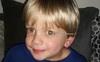 Nhờ dấu hiệu lạ trong tấm ảnh chụp con trai, cha mẹ đau đớn khi biết điều khủng khiếp sắp xảy đến với bé