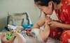 Một ngày bận rộn nhưng đong đầy yêu thương của mẹ và em bé sơ sinh