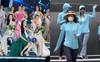 Trước khi sải bước lộng lẫy kiêu sa trên sân khấu chung kết Miss World 2019, các thí sinh cũng có khoảnh khắc mũ nón kín mít thú vị thế này