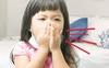 Dạy con dùng tay che miệng khi ho hay hắt hơi:  Tưởng đúng mà hóa ra sai lầm nghiêm trọng