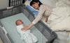 Một mẹ cho con ngủ chung, một mẹ cho con ngủ riêng, nghe xong kết quả, bạn sẽ biết nên theo cách nào