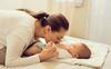 Chuyện thật như đùa: Ngửi mùi của con giúp mẹ giảm stress, giải tỏa áp lực cực hiệu quả