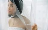 Thấy dòng comment khẩu nghiệp từ người yêu cũ của chồng ngay dưới tấm ảnh cưới, tôi cười nhạt hỏi một câu khiến chị ta im lìm