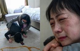 """Đang công tác ở Vũ Hán, nữ bác sĩ bất ngờ nhận tin bố mất ở quê nhà, bất lực quỳ gối xin lỗi trước màn hình điện thoại: """"Con gái bất hiếu"""""""
