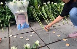Nhiều người dùng mạng lên tiếng phản đối xếp nến, đặt hoa trắng tưởng niệm bé lớp 1 trước cổng trường Gateway