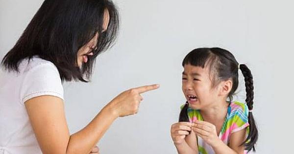 Với trẻ dưới 3 tuổi, việc dạy dỗ bằng quát mắng là vô ích và đây là 3 cách hay cho bố mẹ