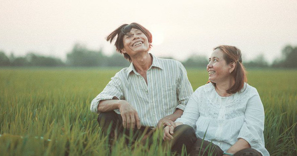 """Tình cảm, mộc mạc và """"quan trọng nhất vẫn là thần thái"""", bộ ảnh của cặp vợ chồng già hút nghìn like trên MXH"""